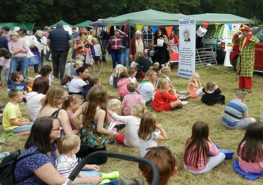 Childrens Party Entertainer Surrey Magic OZ fun guaranteed