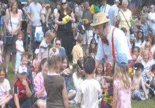 Childrens Party Entertainer London Magic OZ guaranteed fun Parties